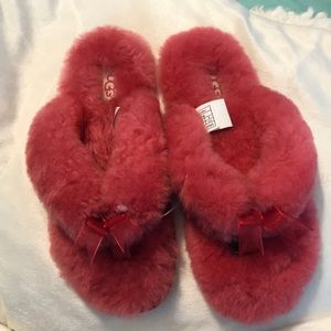 Ugg fluffy pink flip flops